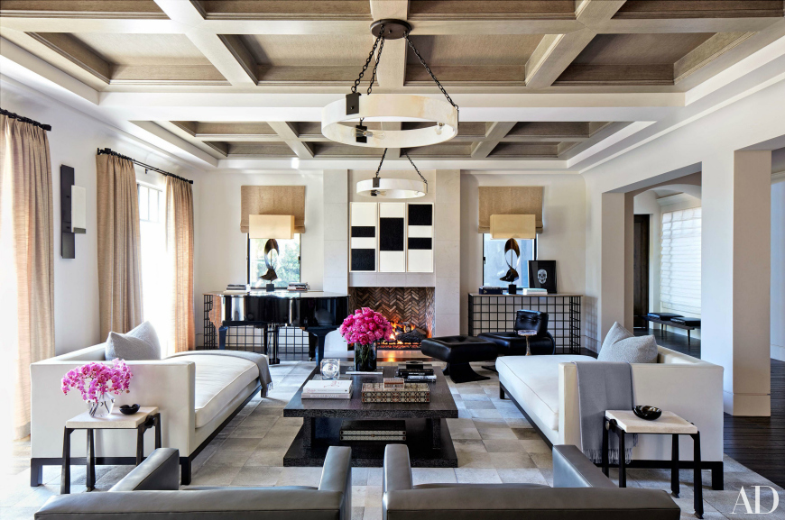Beautiful Modern Sofas In Celebrity Homes modern sofas Beautiful Modern Sofas In Celebrity Homes kardashians 04