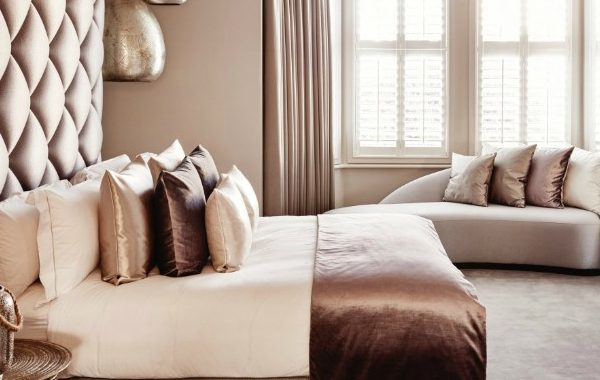 10 Ways How A Bedroom Sofa Will Spruce Up Your Space bedroom sofa 10 Ways How A Bedroom Sofa Will Spruce Up Your Space 10 Ways How A Bedroom Sofa Will Spruce Up Your Space 600x380